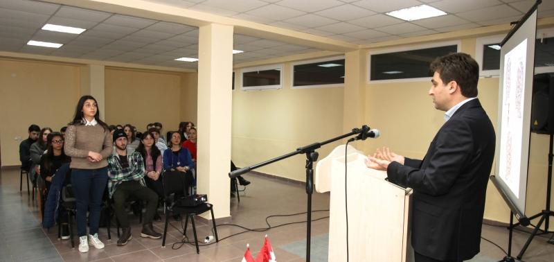 აღმოსავლეთ ევროპის უნივერსიტეტის რექტორის, დავით ჩერქეზიშვილის შეხვედრა სტუდენტებთან