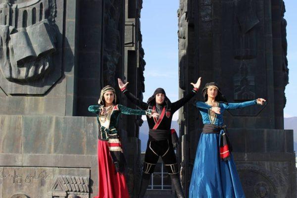 აღმოსავლეთ ევროპის სასწავლო უნივერსიტეტის ცეკვის ანსამბლი; პირველი ჯგუფი