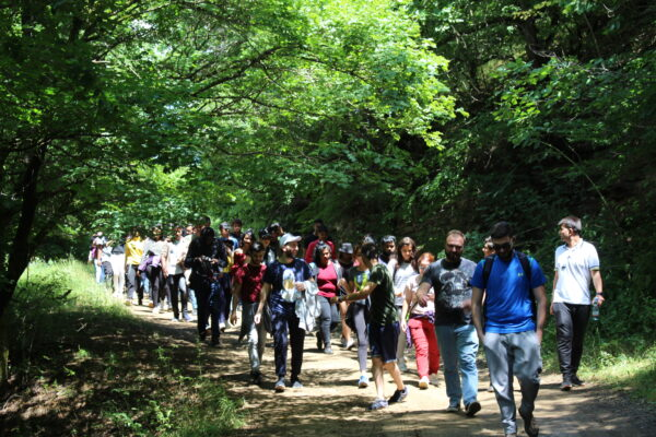 აღმოსავლეთ ევროპის უნივერსიტეტის საერთაშორისო სტუდენტების ტური დაშბაშის კანიონზე